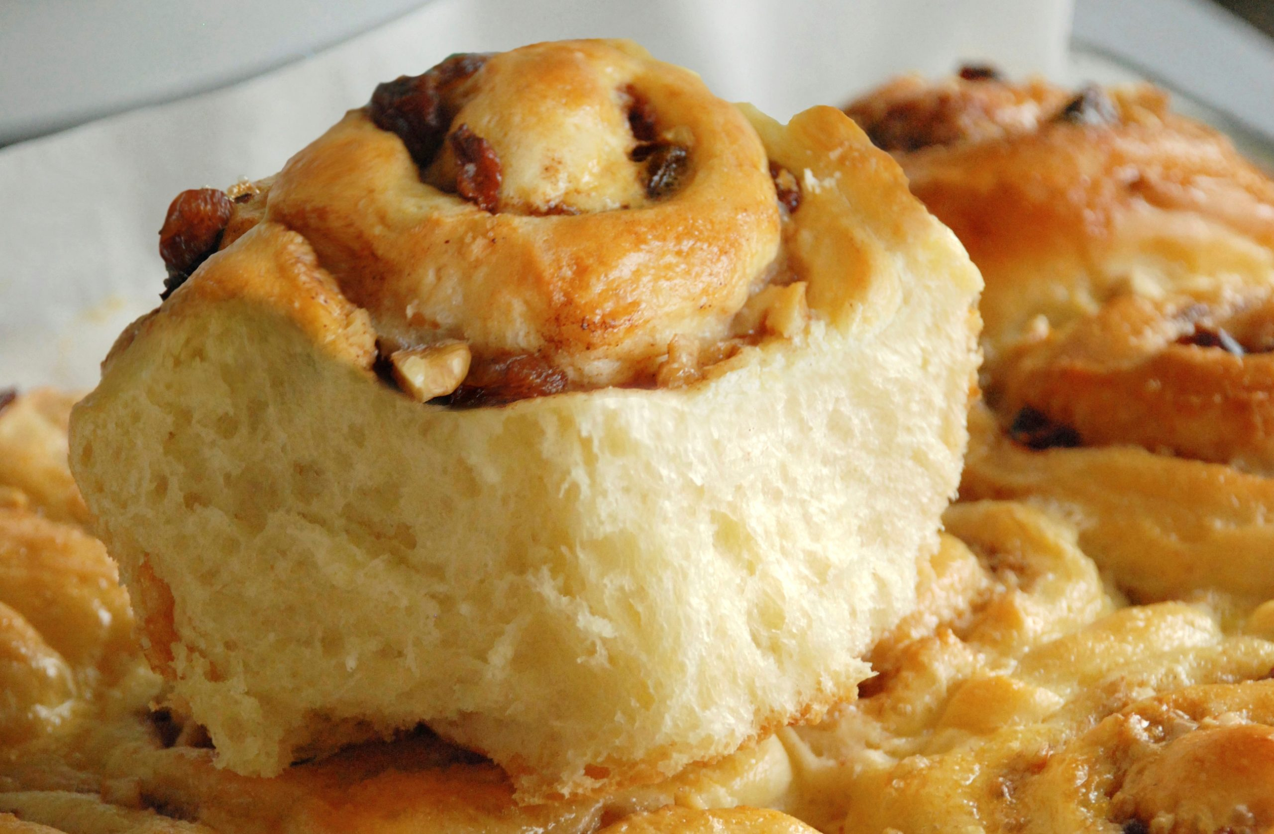 Yeast Buns on Kefir with Cinnamon and Dried Fruits